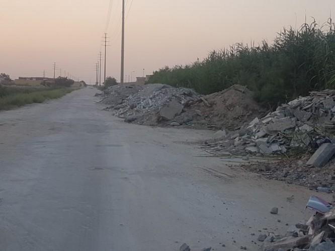 مواطن يوثق انتشار أكوام مخلفات البناء خلف «إسكان قوى الأمن»
