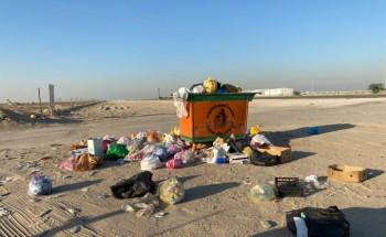 متنزهون : يرصدون تناثر النفايات في بر الخفجي