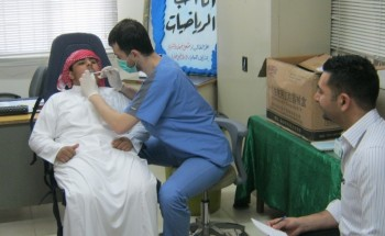 """""""اعتني بأسنانك"""" حملة صحية للعناية بأبناء متوسطة الشرق الأهلية"""