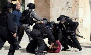 الشرطة الإسرائيلية تقتحم باحات المسجد الأقصى وتعتدى على المصلين