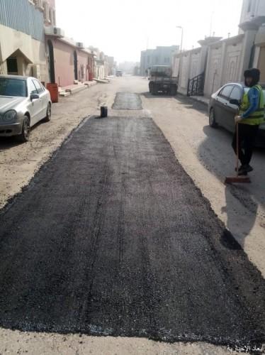 بلدية الخفجي تواصل أعمال الصيانة الشاملة للحفر في الشوارع الرئيسية والفرعية وداخل الأحياء