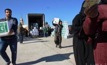 مركز الملك سلمان للإغاثة يواصل توزيع السلال الغذائية للاجئين السوريين بمحافظة المفرق الأردنية