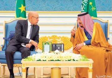 خادم الحرمين يستعرض والرئيس الموريتاني تعزيز العلاقات الثنائية