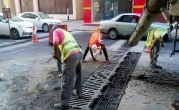أمانة العاصمة المقدسة تواصل أعمال صيانة شبكات تصريف مياه الأمطار