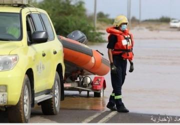الدفاع المدني يباشر عدداً من الحالات الناتجة عن الحالة المطرية ويرفع درجة الجاهزية في بعض المناطق