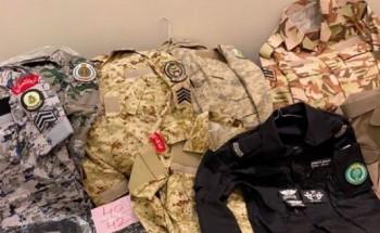 ضبط 60 بدلة عسكرية في محل خياطة غير مصرح له