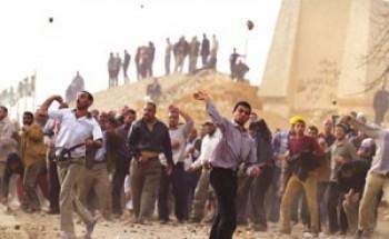"""مصر.. محتجون يقتحمون مقر """"الإخوان"""" بـ""""المنيل"""""""