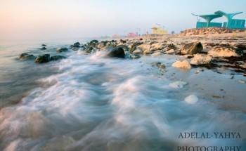 عدسة أبعاد الخفجي , تلاطم الامواج على الشاطئ , تصوير – عادل اليحياء