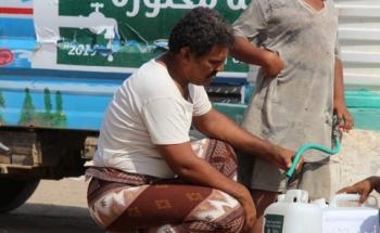 مركز الملك سلمان للإغاثة يواصل تنفيذ مشروع المياه والإصحاح البيئي في مديرية الخوخة بالحديدة