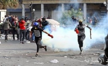 إصابة 32 متظاهرا خلال احتجاجات أمام مبنى القنصلية الإيرانية بالنجف العراقية