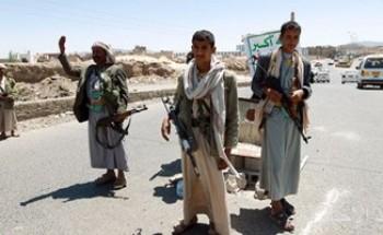 ميليشيا الحوثى فى اليمن تواصل نهب المساعدات الإغاثية