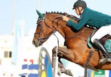 الفارس الشربتلي يُتوج بالجائزة الكبرى في بطولة خشم الحصان