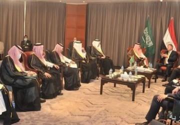 وزير التجارة وزير الإعلام المُكلف يلتقي بعدد من الوزراء المصريين