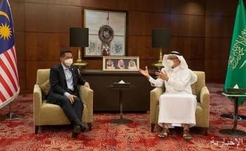 وزير الاستثمار يبحث مع وزير التجارة الدولية الماليزي تعزيز التعاون والفرص الاستثمارية بين البلدين