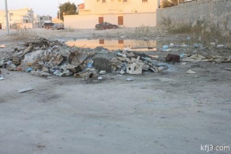 رمي مخلفات البناء داخل أحياء الخفجي يزعج المواطنين ويؤرق البلدية