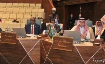 وزير الإعلام المُكَلّف يشارك في اجتماع وزراء الإعلام العرب