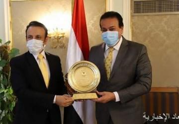 وزير التعليم العالي المصري يكرم الملحق الثقافي بسفارة خادم الحرمين الشريفين بالقاهرة