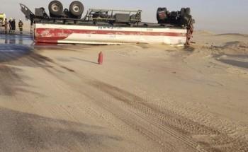 انقلاب شاحنة محملة بالوقود على طريق السفانية الحفر