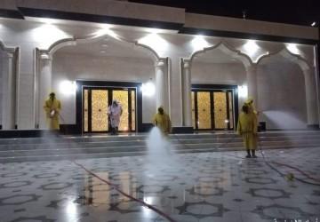 بلدية الخفجي تواصل تعقيم مداخل وساحات الجوامع والمساجد احترازياً