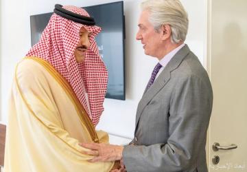 سلطان بن سلمان يستقبل السفير الفرنسي