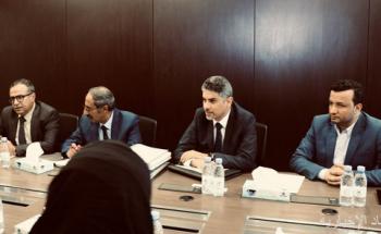السفير آل جابر يلتقي بوفد من جامعة عدن لبحث الاحتياجات