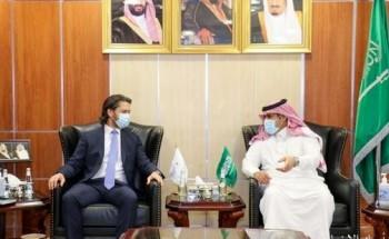 السفير آل جابر يلتقى بنائب سفير المملكة المتحدة لدى اليمن