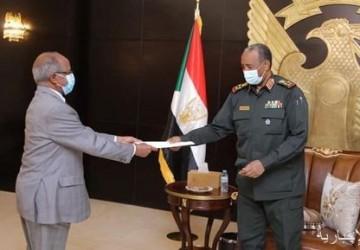 رئيس رئيس مجلس السيادة السوداني يتسلم رسالة خطية من الرئيس الإريتري
