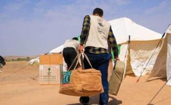 مركز الملك سلمان للإغاثة يقدم مساعدات إغاثية عاجلة للنازحين والمتضررين بمحافظة مأرب