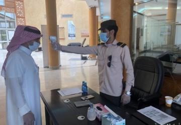بلدية الخفجي تستقبل المراجعين والموظفين بإجراءات احترازية مشددة للحد من انتشار فيروس كورونا