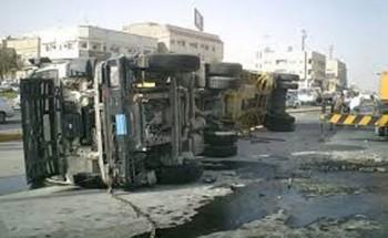انقلاب شاحنة بالدمام وتسرب كميات من البنزين بالقرب من الاسكان