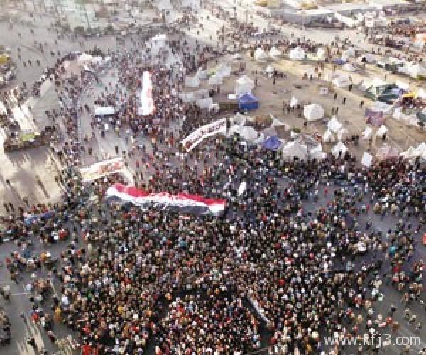 """مصر.. """"مرسي"""" يتحصن في """"القبة"""""""