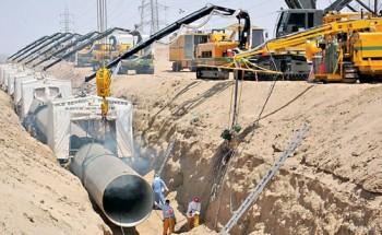 وزير المياه والكهرباء يوقع 32 عقداً لتنفيذ مشاريع مياه وصرف صحي