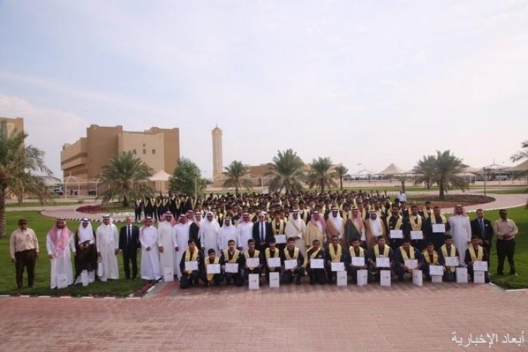 المعهد التقني السعودي للبترول بالخفجي يزف 331 خريجاً برعاية مستشار وزارة الطاقة