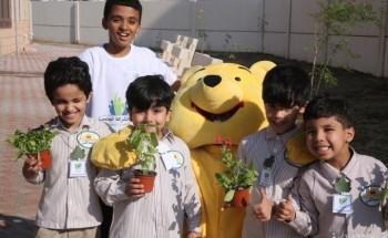 بالصور.. مدرسة هارون الرشيد تنفذ حملة التشجير البيئية «مدرستنا الخضراء»