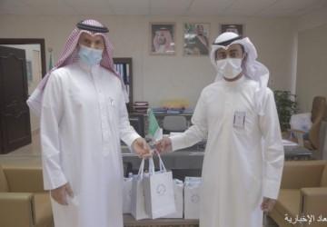 مستشفى الخفجي الأهلي يوزيع أجهزه لوحيه لمدارس الخفجي