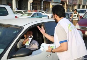بالصور: حملة «خذه سفري» توزع 1500 هدية تثقيفية بمشاركة مرور الخفجي