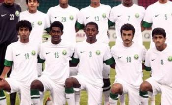 """آمال """"الأخضر"""" الصغير معلقة بـ""""البحرين"""""""