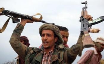 ميليشيات الحوثى تعتقل عشرات الموظفين بعد مطالبتهم برواتبهم