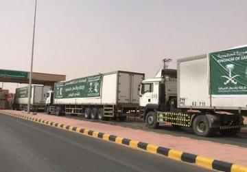 عبور 16 شاحنة مقدمة من مركز الملك سلمان للإغاثة منفذ الوديعة متوجهة لعدة محافظات في اليمن