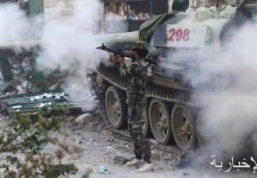 مجموعة مسلحة تقوم باستعراض قوة أمام مقر المجلس الرئاسى في طرابلس بليبيا