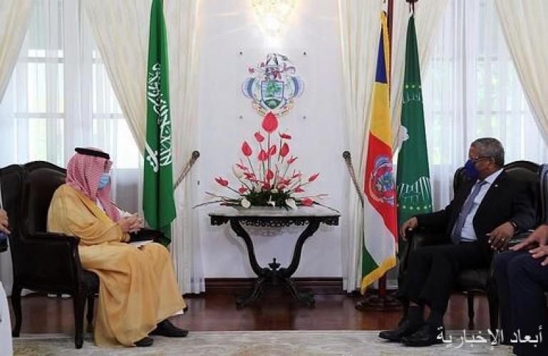 رئيس جمهورية سيشل يستقبل وزير الدولة لشؤون الدول الإفريقية