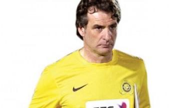 """كارينيو يتذمر من """"الإنذارات"""" المجانية للاعبي النصر"""
