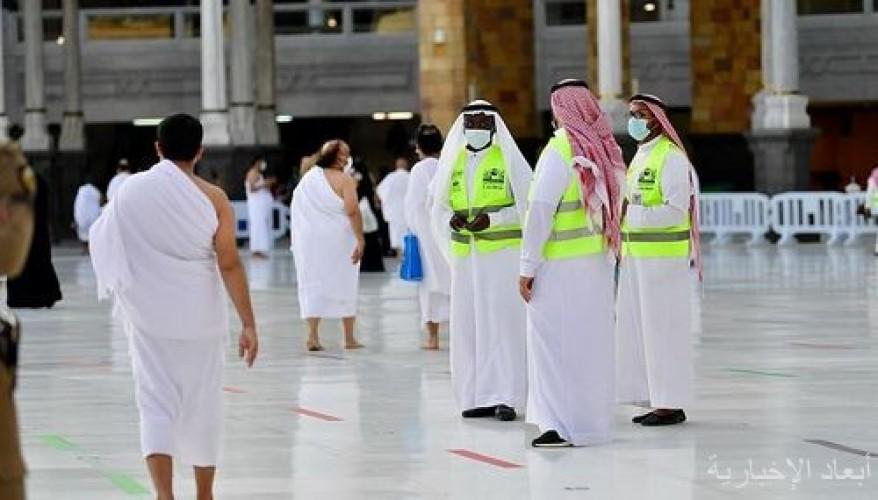 أكثر من تسعة آلاف ساعة تطوعية في خدمة المعتمرين والمصلين بالمسجد الحرام