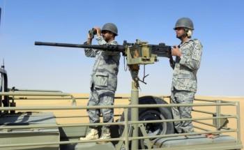 دوريات حرس الحدود بالخفجي تحبط تسلل ثلاثة أشخاص للكويت