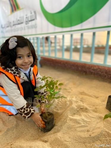 أطفال روضة الشرق الاهلية يشاركون بمبادرة «نريدها خضراء»
