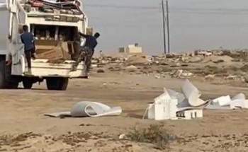 بالفيديو .. مواطن يوثق رمي عمال النظافة للنفايات بالقرب من الأحياء