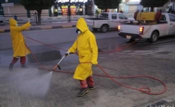 بلدية الخفجي تعقم الشوارع التجارية أمام المحلات إحترازيًا ضد كورونا