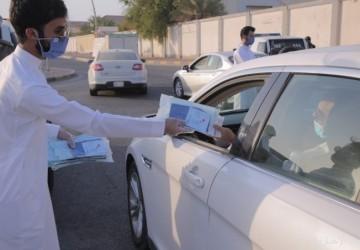 بالصور والفيديو.. مستشفى الأهلي يوزع كمامات طبية لأهالي الخفجي