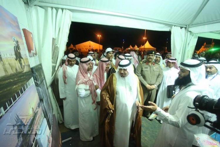 الهزاع يبدي إعجابة بمقر «أبعاد الخفجي» في مهرجان كلنا الخفجي الثالث
