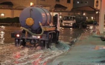 بعدسة «أبعاد».. شوارع الخفجي تمتلئ بمياه الأمطار